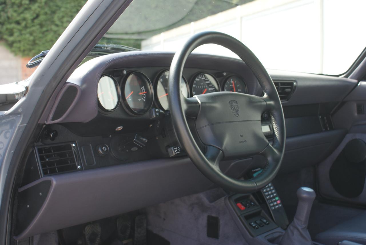 911-youngtimer-Porsche-993-turbo-Polar-silver-1997-15-of-15.jpg