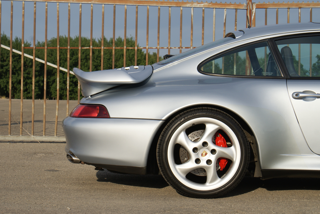911-youngtimer-Porsche-993-turbo-Polar-silver-1997-3-of-15.jpg