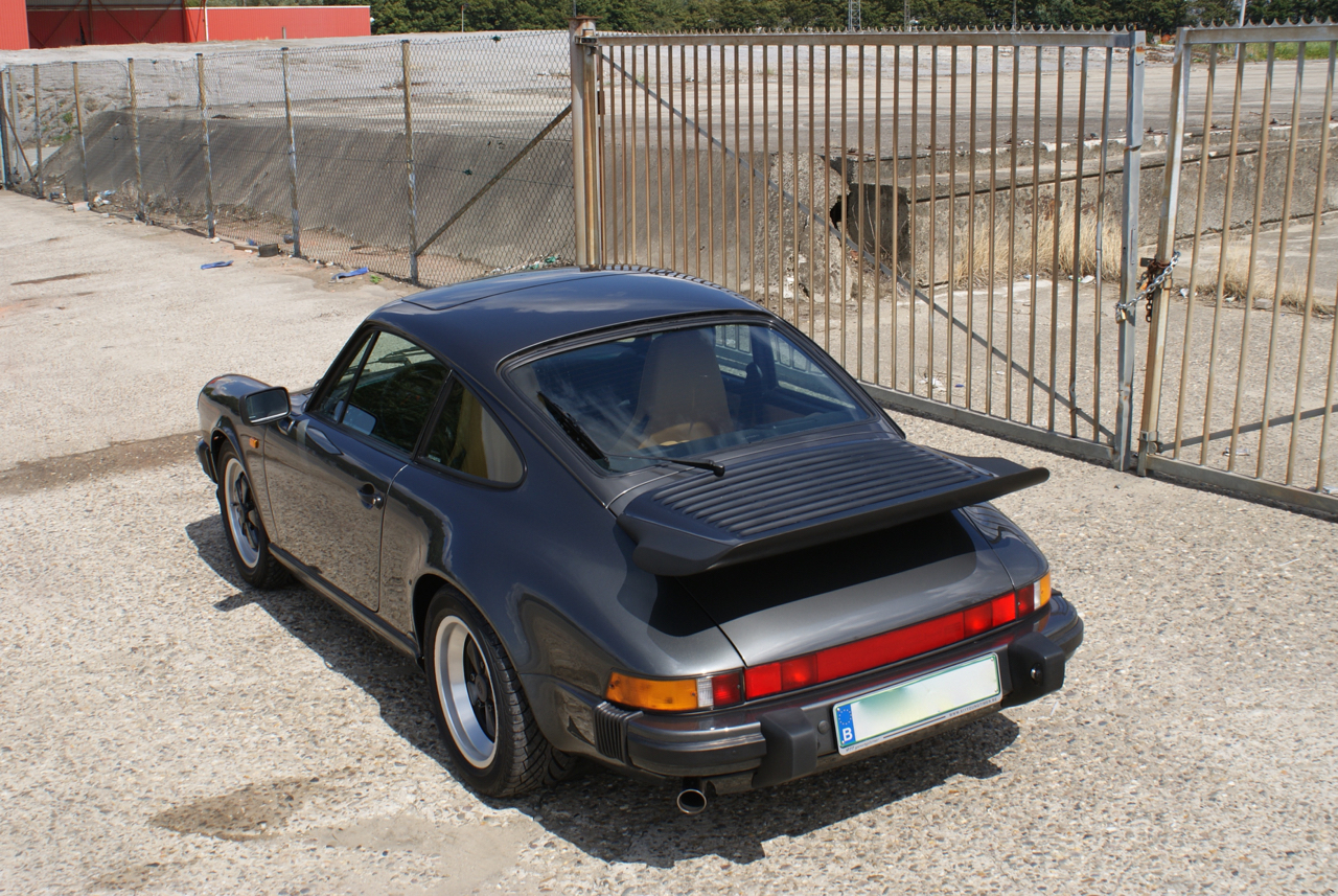 911-youngtimer-Porsche-911-Carrera-Slate-Cashmere-1989-11-of-15