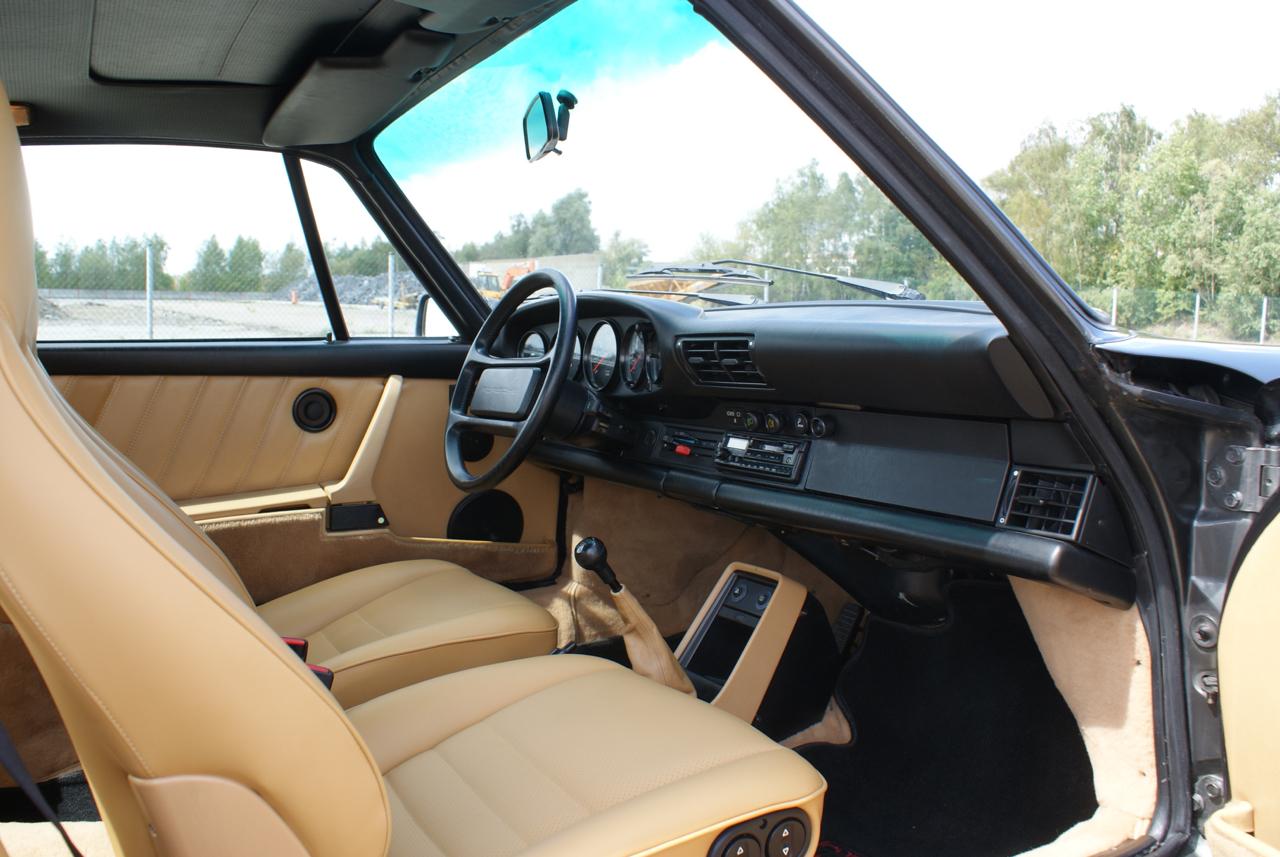 911-youngtimer-Porsche-911-Carrera-Slate-Cashmere-1989-14-of-15