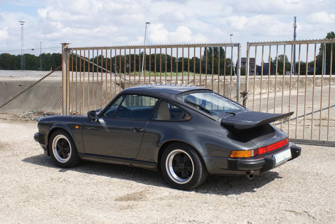 911-youngtimer-Porsche-911-Carrera-Slate-Cashmere-1989-9-of-15