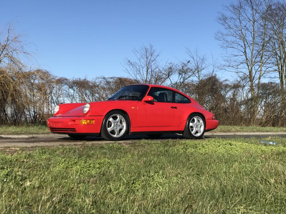 911 youngtimer - Porsche 964 Carrera 4 - Guards Red - 1989 - 2 of 3