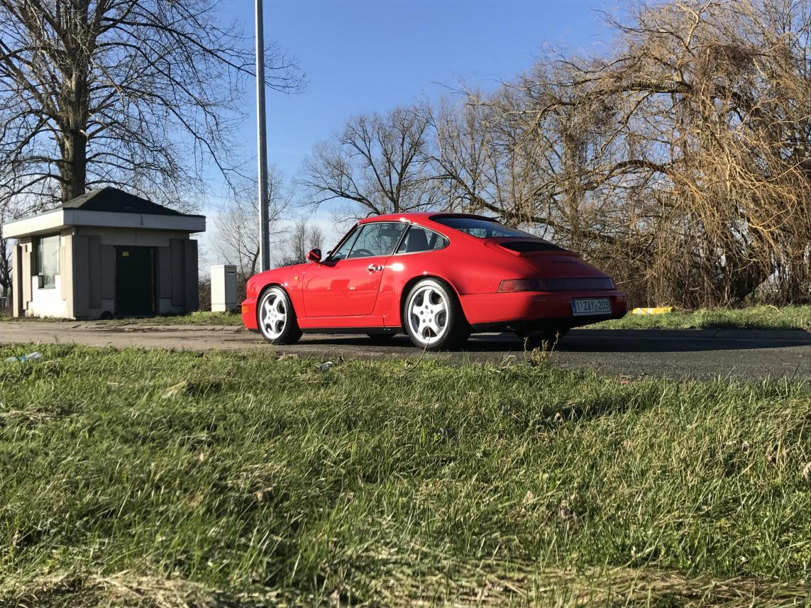 911 youngtimer - Porsche 964 Carrera 4 - Guards Red - 1989 - 3 of 3