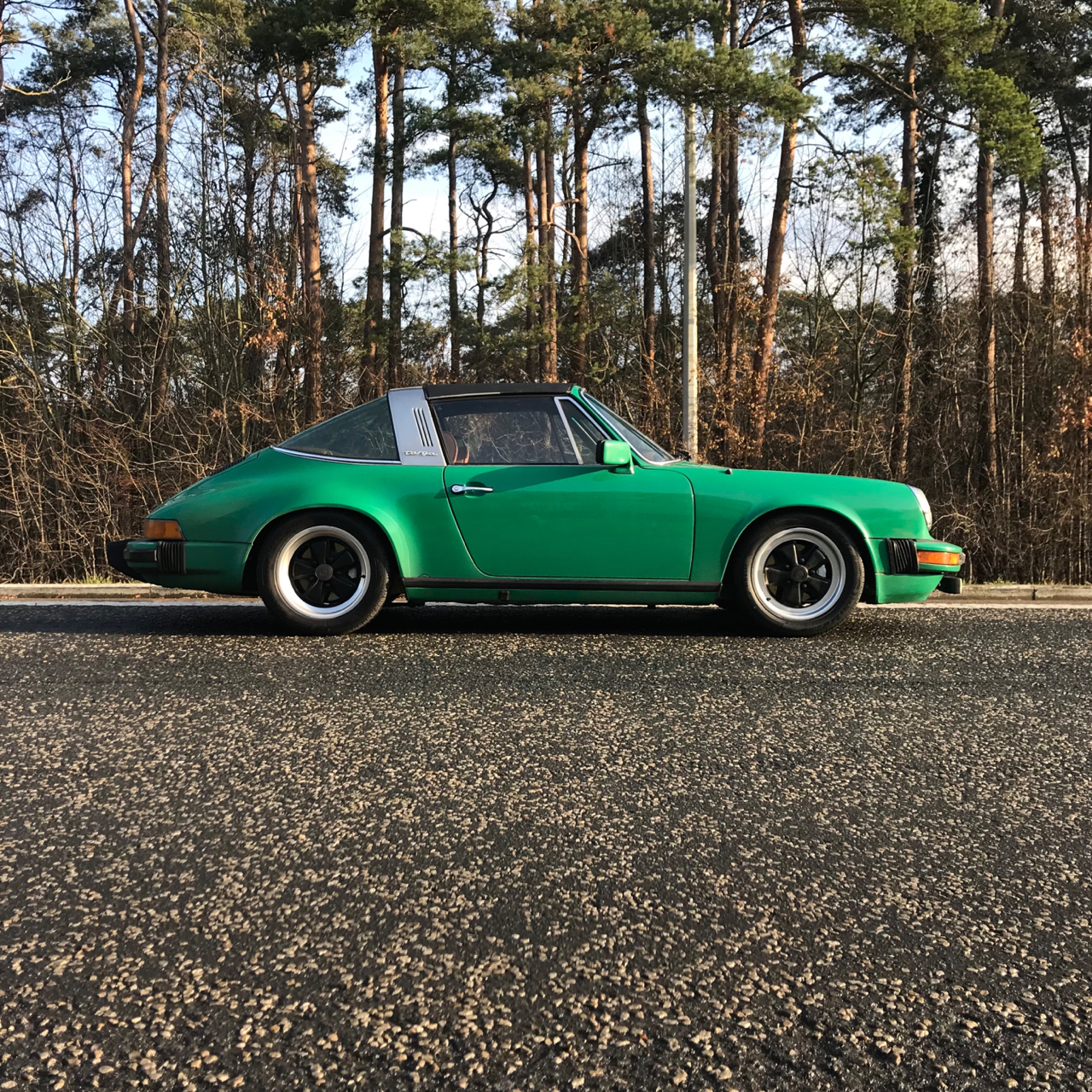 youngtimer.one - Porsche 911 SC targa - Fern Green - 1978 - 2 of 2