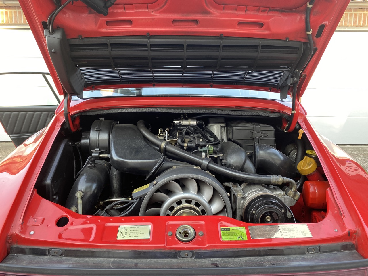 youngtimer.one - Porsche 964 Carrera 4 - Guards Red - 1989 - 16 of 20