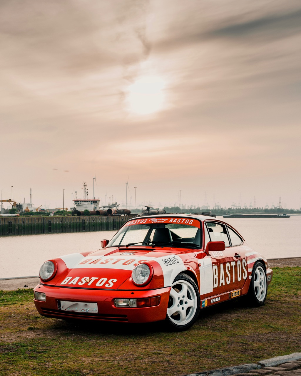 youngtimer.one - Porsche 964 Carrera 4 - Guards Red - 1989 - 2 of 20