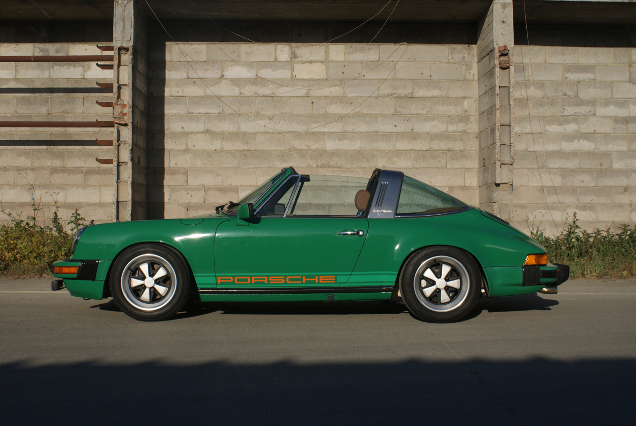 youngtimer.one-Porsche-911-SC-targa-Fern-Green-1978-2-of-21
