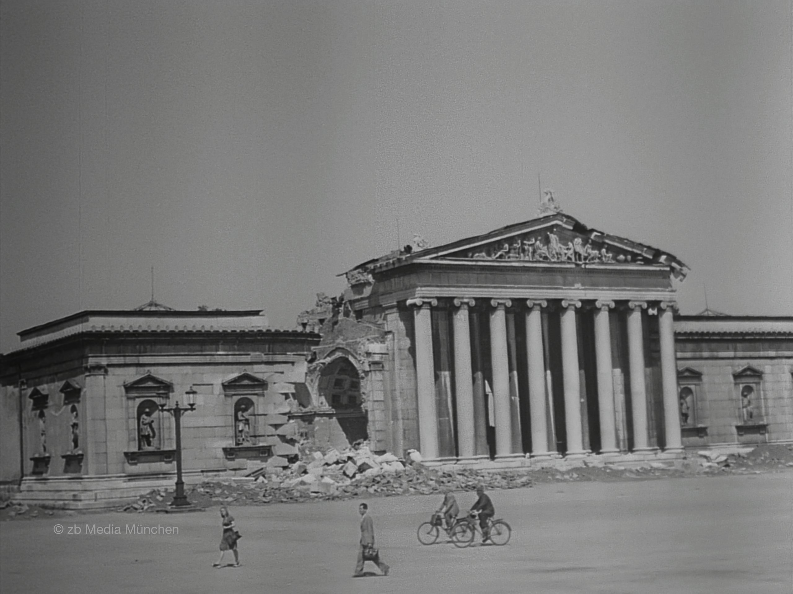 Antikensammlung, München 1. Mai 1945