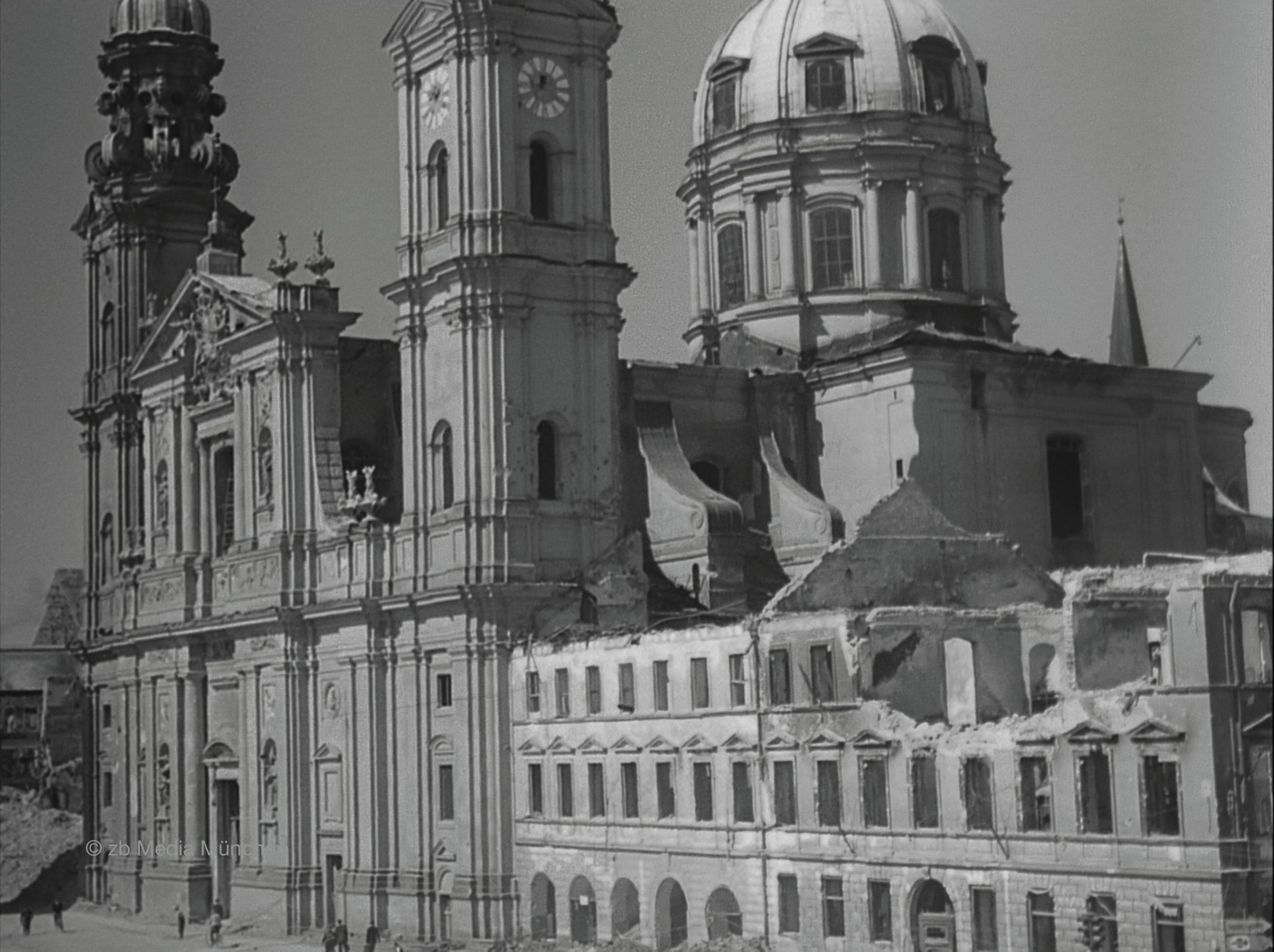 Theatinerkirche, München 5. Mai 1945