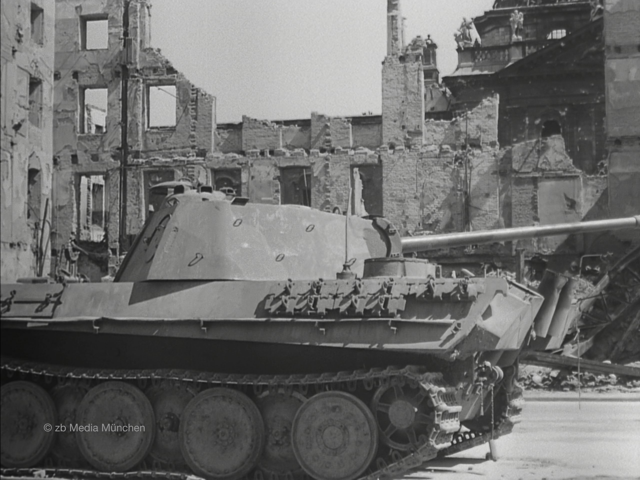 Panther Panzer am Stachus, München 5. Mai 1945. Close