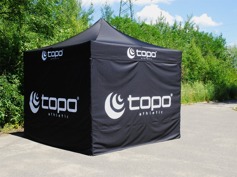 Klassisk eventtelt pop up telt med logo fra Ziwes Eye-Catching